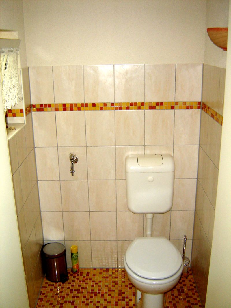 wohnwagen dusche und wc getrennt raum und m beldesign. Black Bedroom Furniture Sets. Home Design Ideas